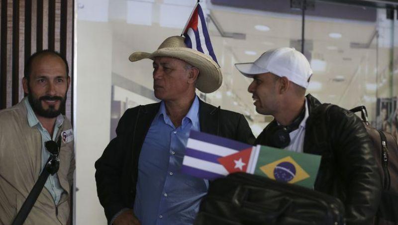 Revalida deve ser condição para permanência de médicos cubanos no país