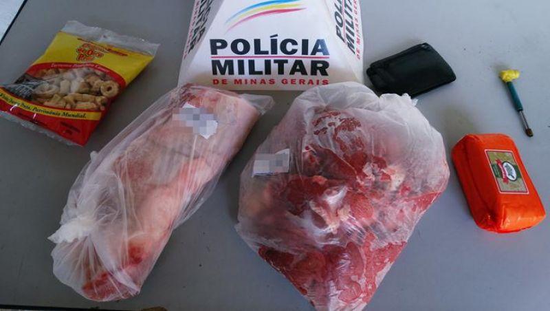 Idoso é preso em flagrante roubando peças de carne em supermercado de Muriaé
