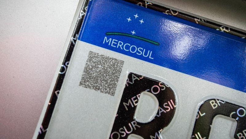 Entenda como funciona o QR Code das novas placas de veículos