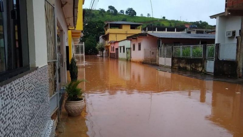 Chuvas causam alagamentos em diversas cidades da Zona da Mata; veja fotos