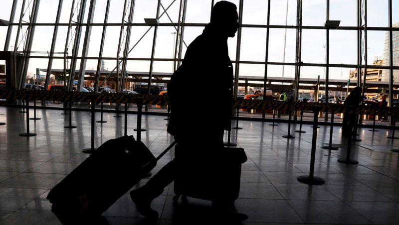 EUA aumentam vigilância em aeroportos após vírus na China