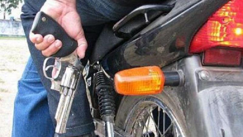 Motorista de aplicativo é roubado depois ter carro interceptado por motociclistas em JF