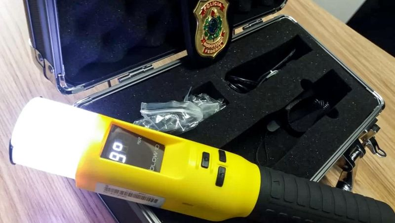 Bafômetro que detecta uso de álcool por meio da fala será testado durante o Carnaval em Minas
