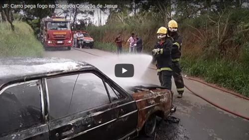 JF: Carro pega fogo no bairro Sagrado Coração de Jesus
