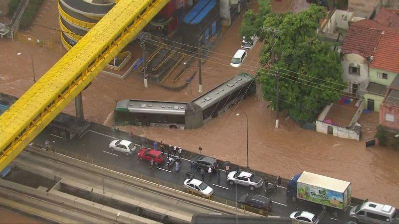 Chega a 11 número de mortos em temporal em São Paulo