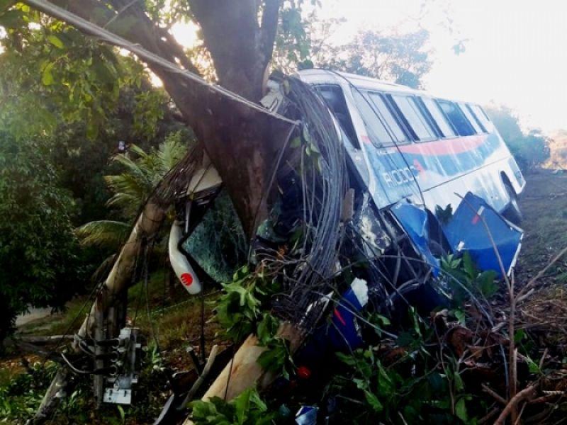 Acidente com ônibus da Viação Rio Doce deixa vários feridos em Além Paraíba, MG