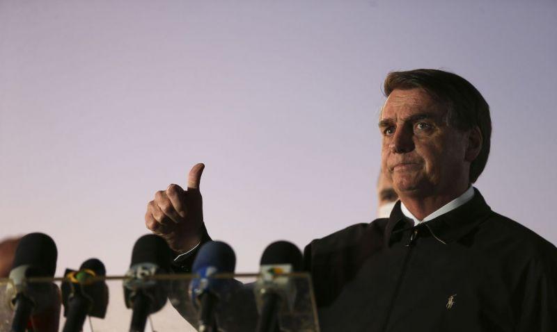 Bolsonaro pede que apoiadores não saiam às ruas no próximo domingo
