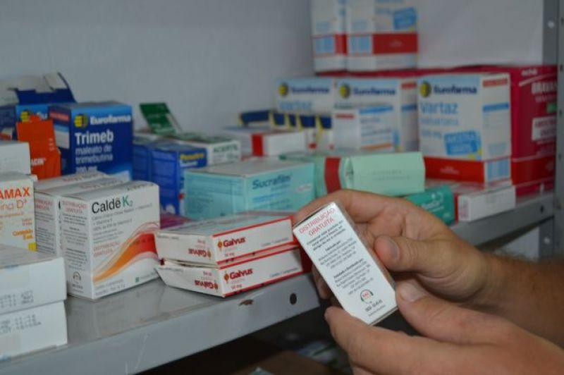 Pimentel deixa R$ 16 milhões em medicamentos vencidos, segundo denúncia de deputado; vídeo