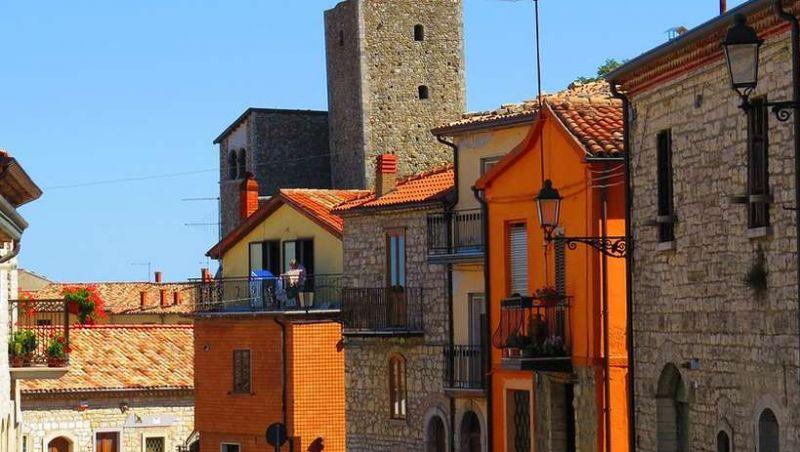 Cidade italiana vende casas por menos de R$ 5 para aumentar a população
