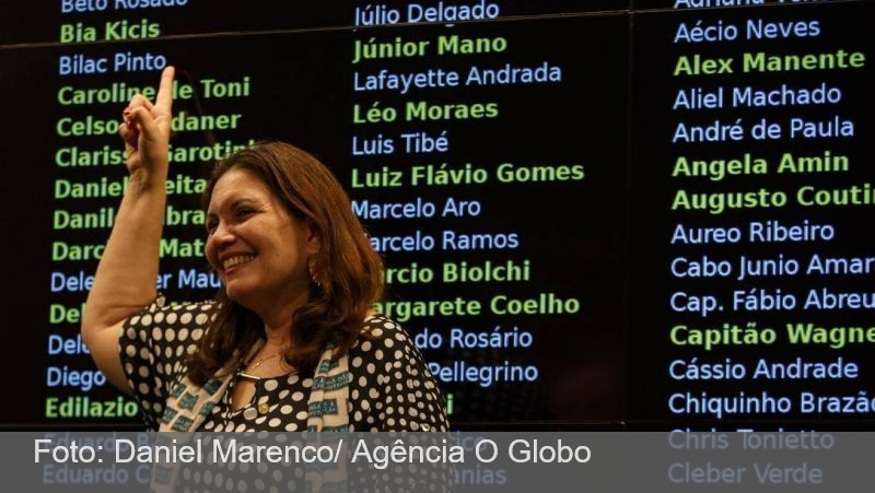 Deputada bolsonarista que critica governo do AM comemorou fim do lockdown