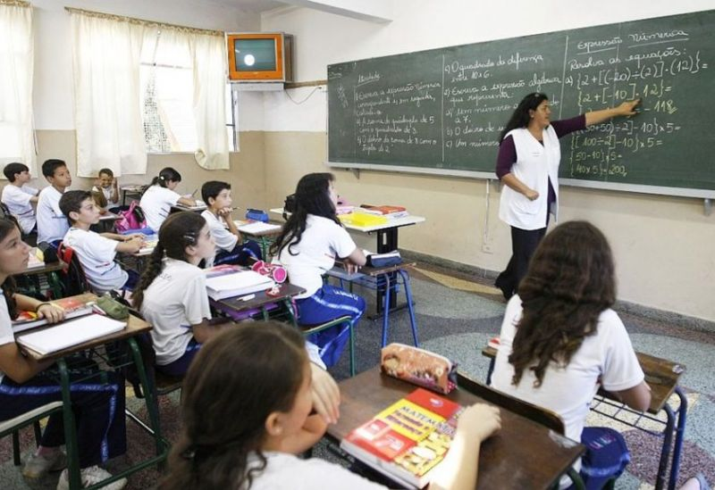 Cai percentual de estudantes que querem ser professores, diz OCDE
