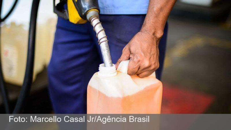 Caminhoneiros que transportam combustível param em 6 Estados nesta quinta