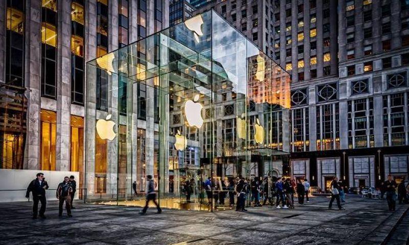 Bateria de iPhone explode e faz loja ser evacuada na Espanha