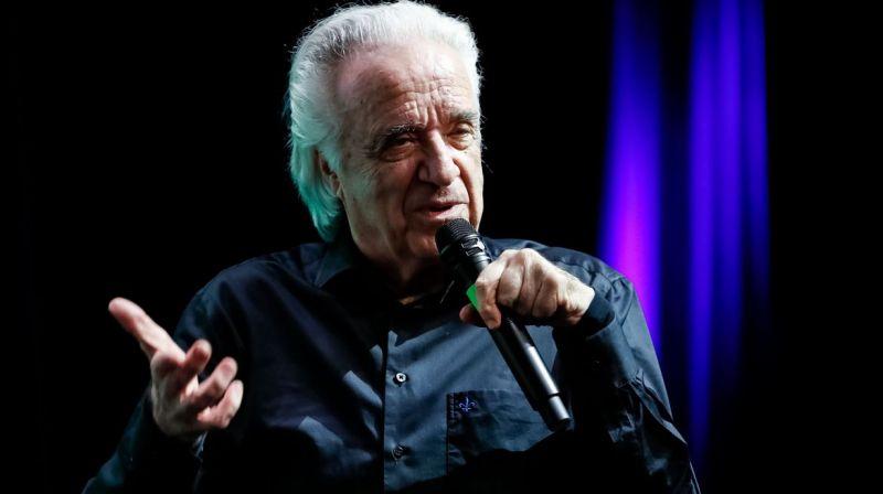 Maestro João Carlos Martins comanda orquestra em apresentação virtual