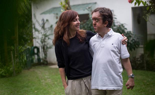 Olivia Byington escreve livro sobre o filho João, que tem síndrome rara