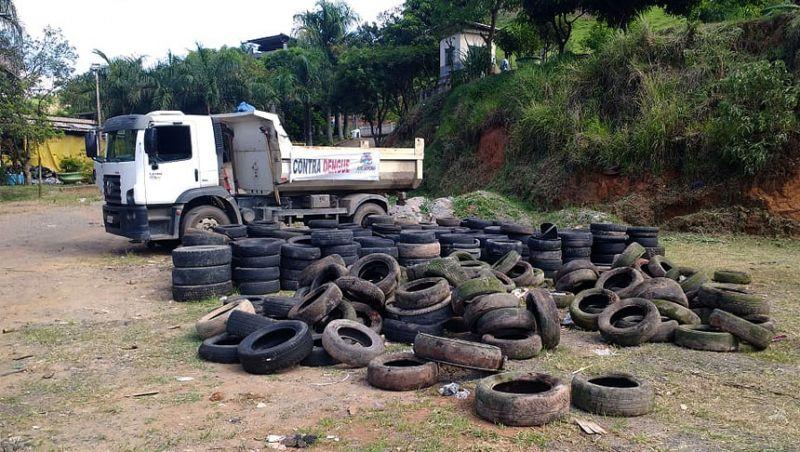 Operação contra dengue retira dois caminhões de pneus das áreas de risco em Juiz de Fora