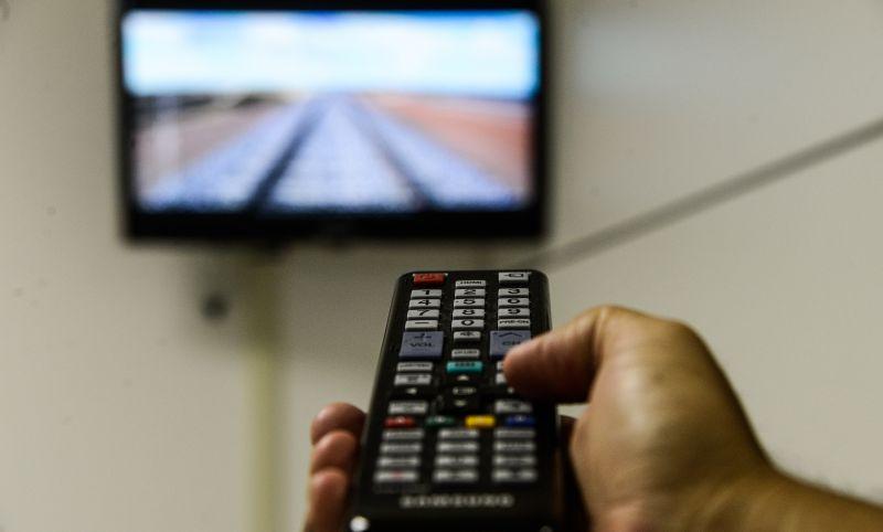 Acesso à internet por TV já é maior do que por tablet, diz IBGE