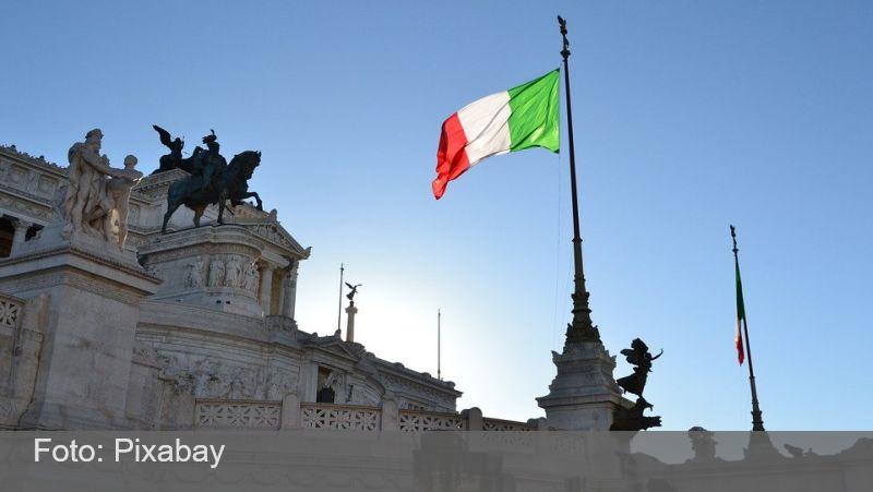 Itália determina que bares fechem cedo contra nova onda de covid-19