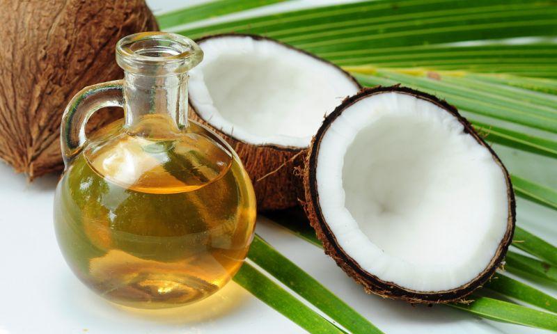 Os benefícios do óleo de coco na disputa com a manteiga e o azeite