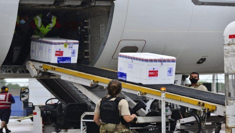2,5 milhões de doses da CoronaVac são enviadas aos estados