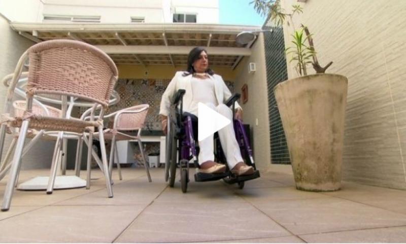 Impedida de ser ajudada por porteiro, cadeirante vence prédio em JF na Justiça