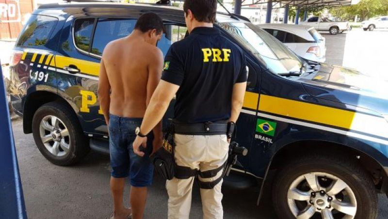 PRF-Muriaé prende motorista inabilitado e que dirigia embriagado
