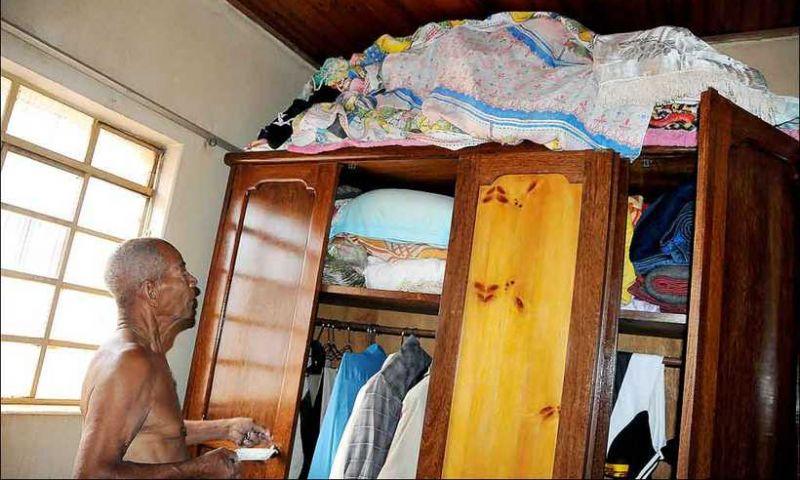 Desorientação e medo marcam expectativa de pessoas retiradas de casa