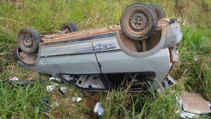 Veículo capota e deixa um morto na BR-120 em Leopoldina