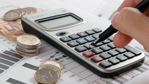 Número de devedores fica estável em novembro, mas volume de dívidas cai