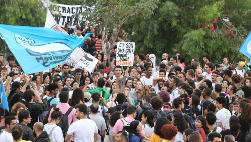 Instituições não podem estimular protestos no horário escolar, diz MEC