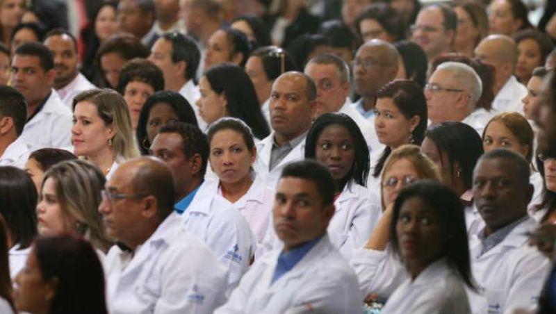 Médicos cubanos começam a deixar Brasil nesta quinta-feira, diz Opas