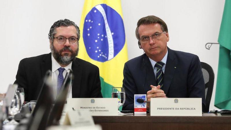 Aposta de Bolsonaro, hidroxicloroquina é testada em mil pessoas pelo Brasil