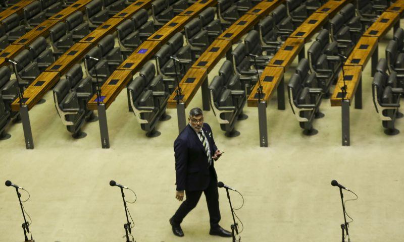 Rodrigo Maia anuncia no plenário renúncia de Jean Wyllys