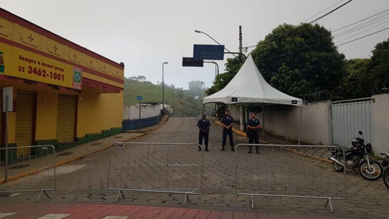 Além Paraíba: Prefeitura Municipal instala barreiras sanitárias nos acessos à cidade