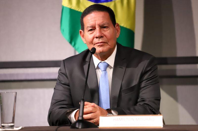 Hamilton Mourão rebate críticas às queimadas