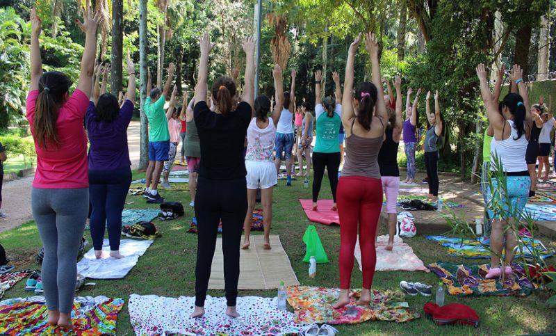 Parque do Museu Mariano Procópio recebe terceira edição da aula de ioga