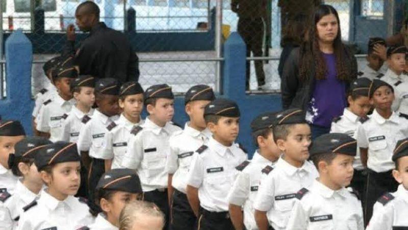 MEC inicia capacitação de profissionais para escolas cívico-militares