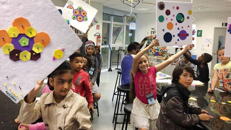 Crianças do Curumim São Pedro visitam planetário na UFJF