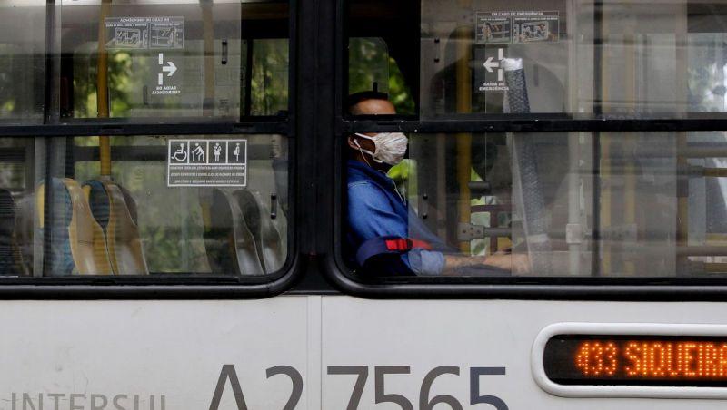 Regiões onde moradores dependem do transporte público têm mais covid