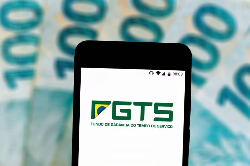 Bolsonaro sanciona, com vetos, nova lei do FGTS; limite do saque imediato passa a ser R$ 998