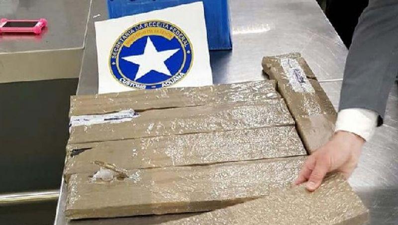 Brasileira é presa em aeroporto do Rio com droga avaliada em R$ 1,5 mi