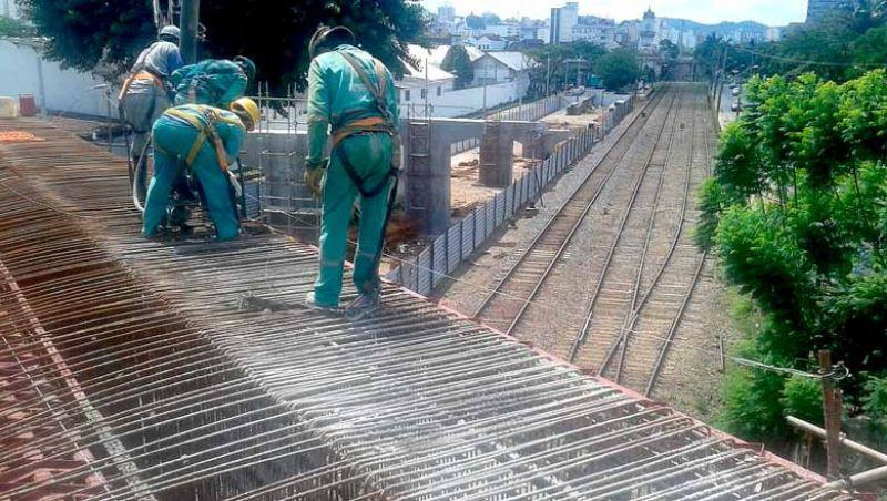 Alça Viaduto Augusto Franco – Começa a execução da pista de rolamento