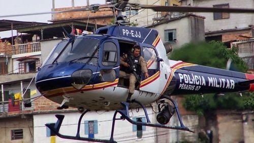 PM utiliza helicóptero na busca por traficantes no bairro Nossa Senhora Aparecida em JF