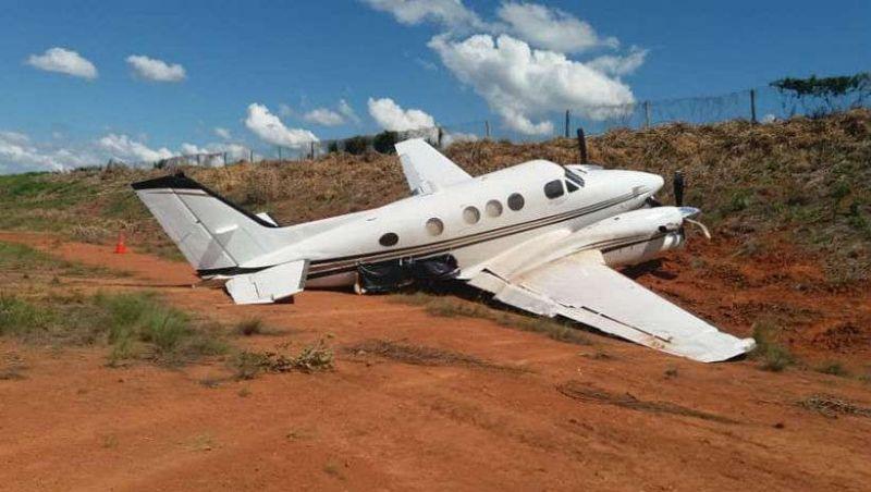 Avião sai da pista ao tentar aterrissar em aeroporto de MG