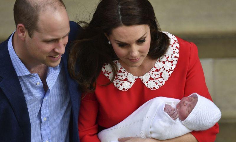 Família real britânica anuncia nascimento do terceiro herdeiro de Kate com William