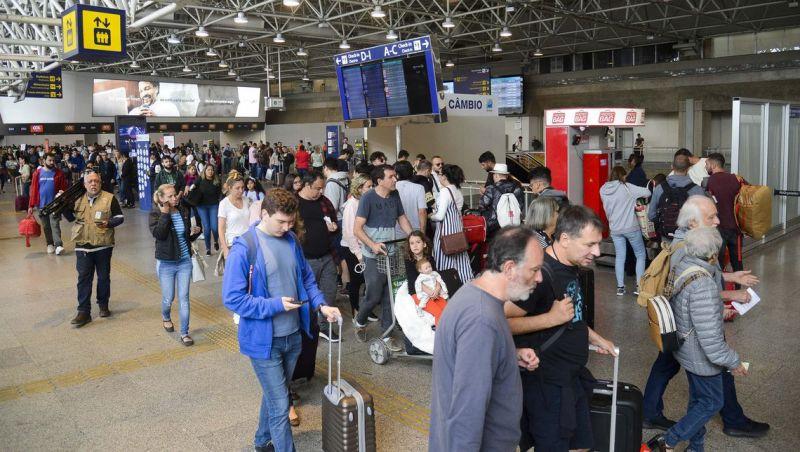 Feriado prolongado movimenta estradas e aeroportos em todo o país