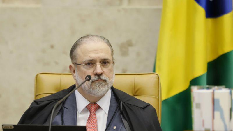 Aras pede ao STF para derrubar liminar de Toffoli que paralisou caso Queiroz