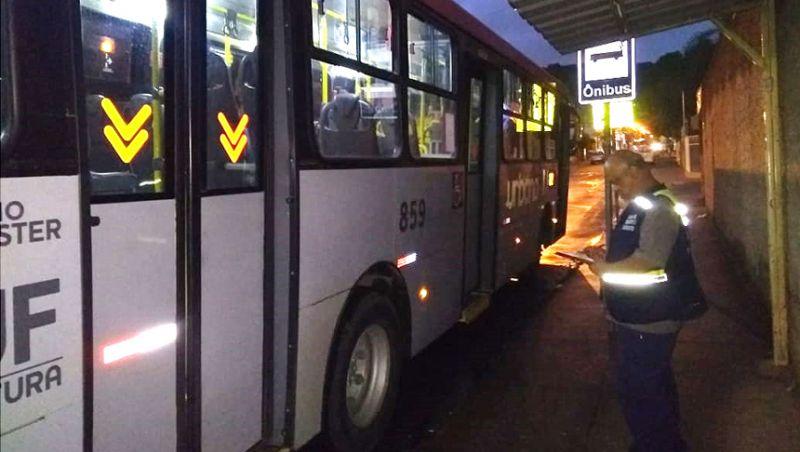Settra aborda mais 26 ônibus e autua dois durante fiscalização em Juiz de Fora