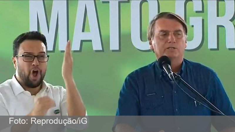 'Falar cloroquina é crime, mas falar de maconha é legal', diz Bolsonaro em crítica