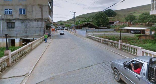 Ponte é parcialmente interditada em Miraí